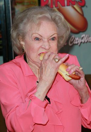 BETTY-WHITE-HOT-DOG